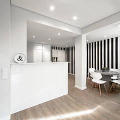 Petites cuisines de style  par ARQ1to1 - Arquitectura, Interiores e Decoração