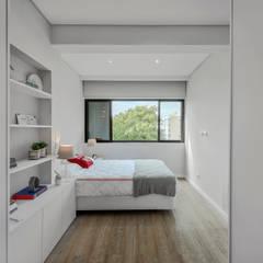 غرف نوم صغيرة تنفيذ ARQ1to1 - Arquitectura, Interiores e Decoração