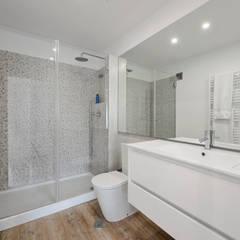 Bathroom by ARQ1to1 - Arquitectura, Interiores e Decoração