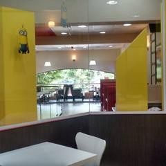 Planta Alta sector Infantil: Gastronomía de estilo  por Arquimundo 3g - Diseño de Interiores - Ciudad de Buenos Aires