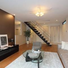 4つのリゾート空間: PROSPERDESIGN ARCHITECT OFFICE/プロスパーデザインが手掛けた階段です。