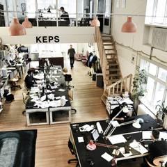 OPEN SPACE: Complessi per uffici in stile  di VOGLIACASA.IT