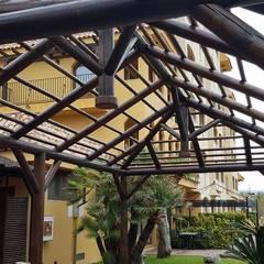 HOTEL IPV PALACE & SPA  (FUENGIROLA): Terrazas de estilo  de ESTRUCTURAS DE MADERAS RIGÓN en Málaga