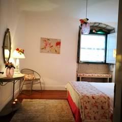 DECORAÇÃO DE QUARTO PARA HOSTAL MAÇÃ DE EVA : Hotéis  por 7eva design  - Arquitectura e Interiores