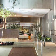 Portas de vidro  por Effect Arquitetura