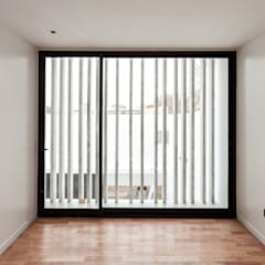 Portas de vidro  por SMF Arquitectos  /  Juan Martín Flores, Enrique Speroni, Gabriel Martinez