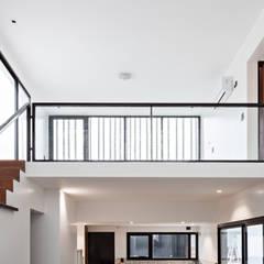 Diseño y Constucción de Casa Bazan en La Plata por SMF Arquitectos de SMF Arquitectos / Juan Martín Flores, Enrique Speroni, Gabriel Martinez Moderno