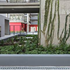 Proyecto de Viviendas para la Villa Olímpica por SMF Arquitectos: Paredes de estilo  por SMF Arquitectos  /  Juan Martín Flores, Enrique Speroni, Gabriel Martinez,Moderno