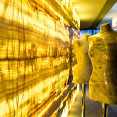 Showroom Braga: Lojas e espaços comerciais  por Mercado da Pedra