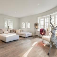 Privathaus in Kampen af Sylt:  Wohnzimmer von Home Staging Sylt GmbH