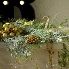 Details- Weihnachtsdekoration Kamin:  Geschäftsräume & Stores von Anastasia Reicher Interior Design & Decoration