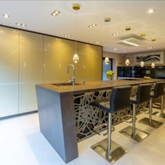 Mr & Mrs Sands:  Built-in kitchens by Diane Berry Kitchens