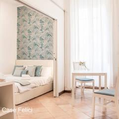 A  DUE PASSI  DA  SAN  PIETRO: Camera da letto in stile  di Flavia Case Felici