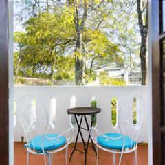 Small Terrace: Terraços  por Pedro Brás - Fotografia de Interiores e Arquitectura | Hotelaria | Imobiliárias | Comercial