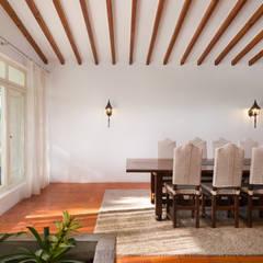 Alojamento Local - Reportagem Fotográfica Salas de jantar mediterrânicas por Pedro Brás - Fotógrafo de Interiores e Arquitectura | Hotelaria | Alojamento Local | Imobiliárias Mediterrânico Madeira maciça Multicolor