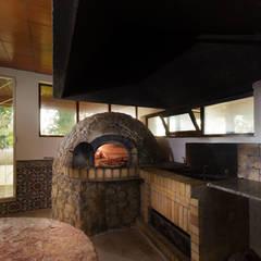 Oven and Barbecue: Cozinhas  por Pedro Brás - Fotógrafo de Interiores e Arquitectura   Hotelaria   Alojamento Local   Imobiliárias