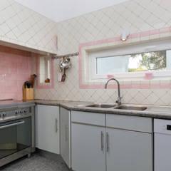 Kitchen 01: Cozinhas  por Pedro Brás - Fotógrafo de Interiores e Arquitectura   Hotelaria   Alojamento Local   Imobiliárias