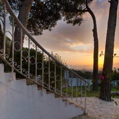 Escaleras de estilo  por Pedro Brás - Fotógrafo de Interiores e Arquitectura | Hotelaria | Alojamento Local | Imobiliárias