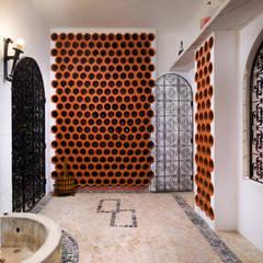 Bodegas de vino de estilo  por Pedro Brás - Fotógrafo de Interiores e Arquitectura | Hotelaria | Alojamento Local | Imobiliárias ,
