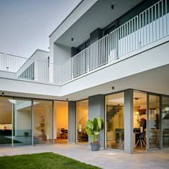 Casa R: Villa in stile  di luca pedrotti architetto