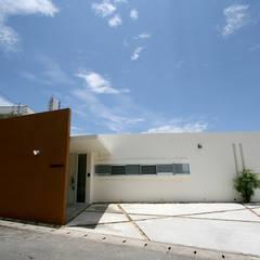 ファサード: Arms DESIGNが手掛けた一戸建て住宅です。