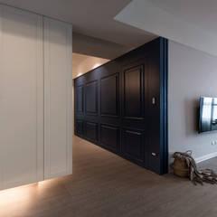 湖畔衫色:  走廊 & 玄關 by 北歐制作室內設計