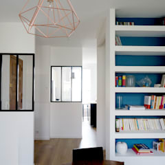 Rénovation d'un appartement Aix en Provence: Couloir et hall d'entrée de style  par Sarah Archi In'