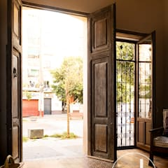 Front doors توسطosb arquitectos, راستیک (روستایی)