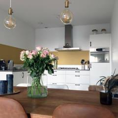 Penthouse Amsterdam:  Keuken door MaeN interiors