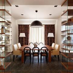 Forester house - современный загородный дом: Столовые комнаты в . Автор – Роман Леонидов - Архитектурное бюро