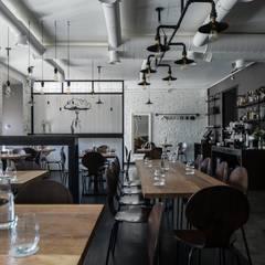 Dreamers Cafe Interior:  Gastronomie von Bohostudio