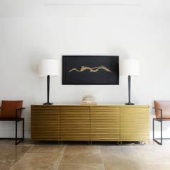 Notting Hill:  Living room by Decoroom Ltd
