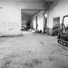 Cantiere: Ingresso & Corridoio in stile  di studio1.architetti