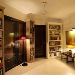 """New Delhi """"Mayfair"""": Couloir et hall d'entrée de style  par Hakim-Landoy"""