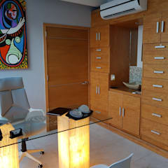 CONSULTORIO MÉDICO JIMÉNEZ: Estudios y oficinas de estilo  por Arqca