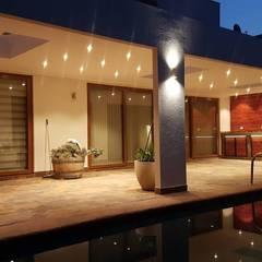 Terraza Mediterranea Cielo Blanco: Terrazas  de estilo  por Empresa Fatutto