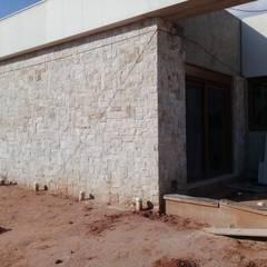 Nhà đồng quê by Atrium Vale Pedras e Projetos