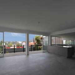 Casa VV: Pisos de estilo  por NEGRO arquitectura, S.A. de C.V.