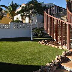 Estética natural y ahorro: césped Melange Arena II: Jardines de estilo  de Albergrass césped tecnológico