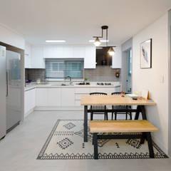 모던 인더스트리얼, 파주 빌라 프로젝트: 디자인 아버의  다이닝 룸
