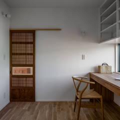 Estudios y oficinas de estilo  por 内田雄介設計室