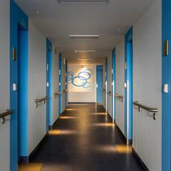 Wohnhochhäuser Pirna | Innenraum :  Flur & Diele von Ruairí O'Brien. LICHTDESIGN.