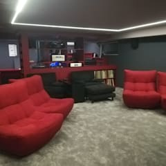 Sala de Cinema controlada por Ipad: Produtos eletrónicos  por Projection Dreams / CUSTOM CINEMA 360 LDA
