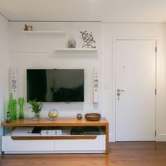 Sala de estar de apartamento: Salas de estar  por C2HA Arquitetos