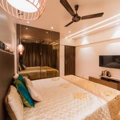 Luxurious 3BHK  apartment, Kalyani Nagar, Pune:  Bedroom by H-Design