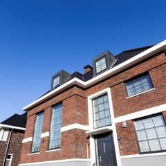 Vrijstaande villa:  Huizen door Dineke Dijk Architecten