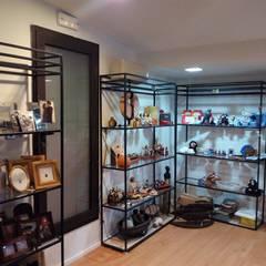 Growing | Remodelação loja de artesanato: Escritórios e Espaços de trabalho  por Black Oak Company group|( Ooty. )( Timberman )( Growing )