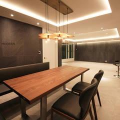 غرفة السفرة تنفيذ 스테이 모던 (Stay Modern) , حداثي