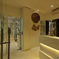 Chartered Accountant Office:  Offices & stores by The Design Company India