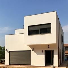 Construir una casa en 8 días: Casas de madera de estilo  por COSTE CASA